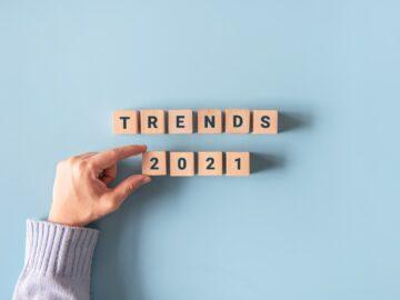"""Blocchi di legno con scritto """"2021 trends"""" - 9 tendenze social media 2021 - The Brick House"""